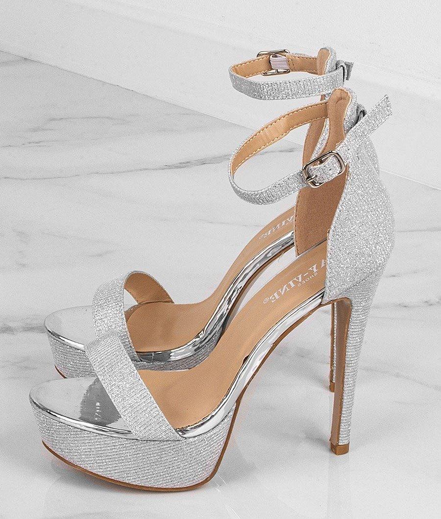 Sandały damskie – płaskie, na szpilce, na koturnie i na
